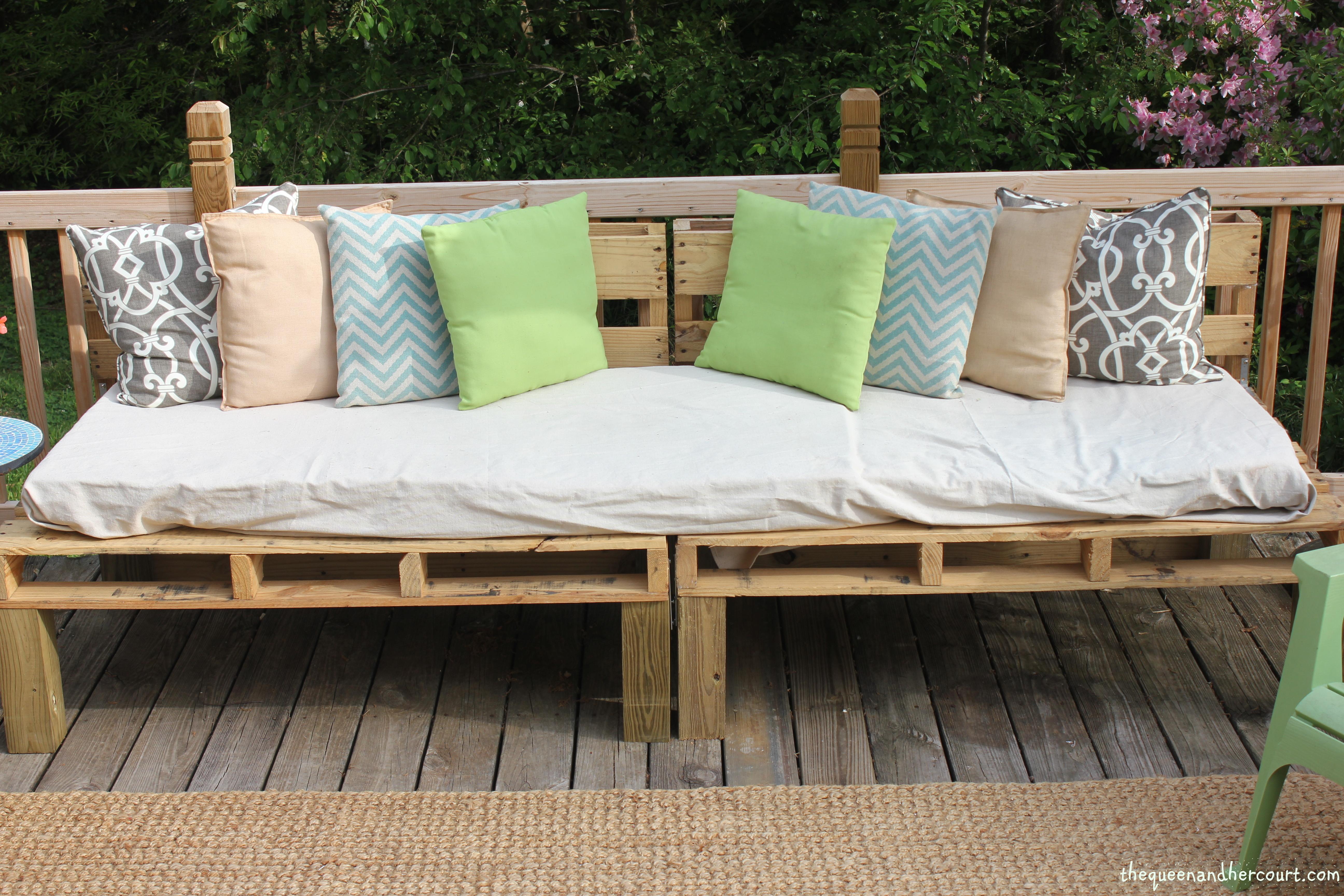 The Pallet Sofa Restless Arrow